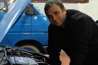 Khaldoun Azzam, mécano Porsche et Mercedes de Damas à Lormont