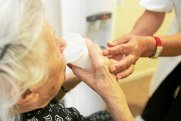 les métiers de l'aide aux personnes âgées peinent à recruter