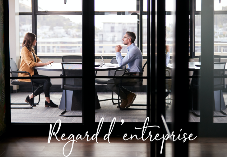 photo de 2 personnes en entretien, sous-titré Regard d'entreprise